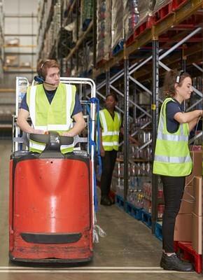 Travailler rapidement et efficacement dans le e-commerce avec des rolls-conteneurs